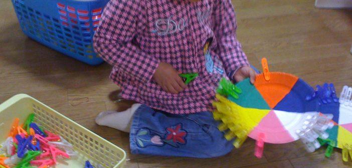 نشاط توضيحى لتمييز الألوان و التطابق للأطفال المصابين بالتوحد